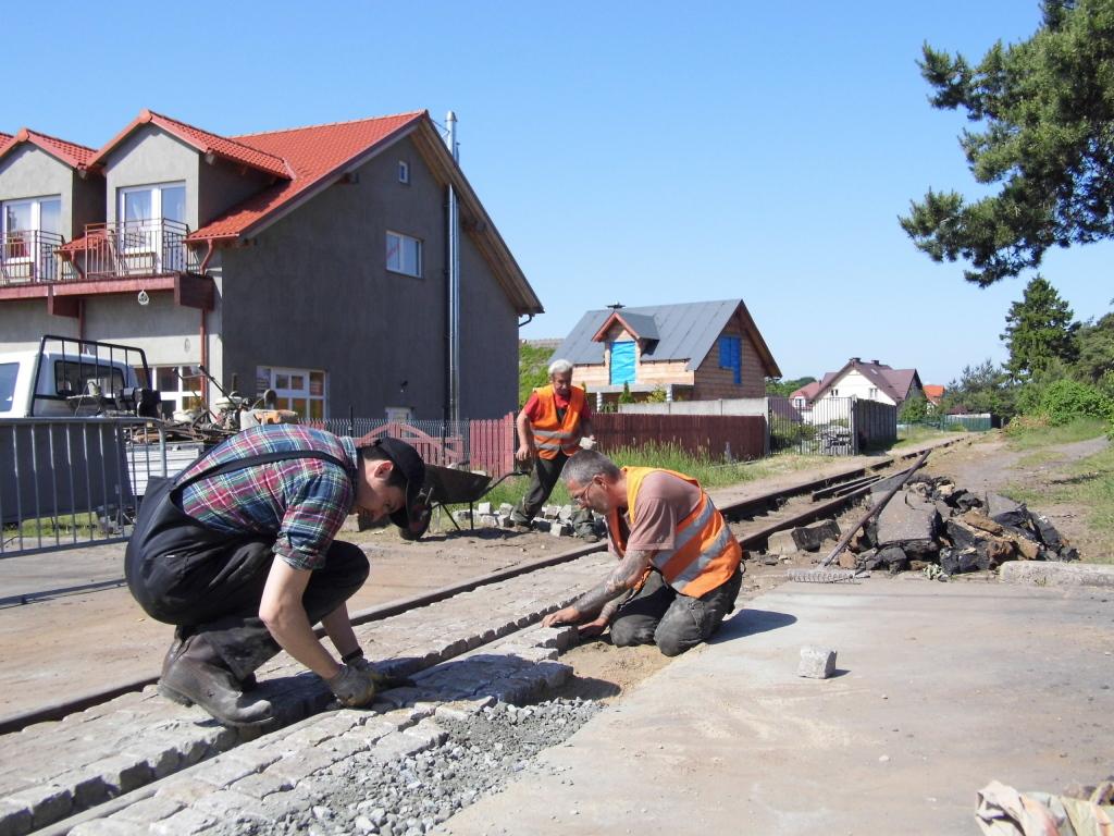 Naprawa przejazdu w ul. Bursztynowej niedaleko stacji Jantar, fot. K. Sykała