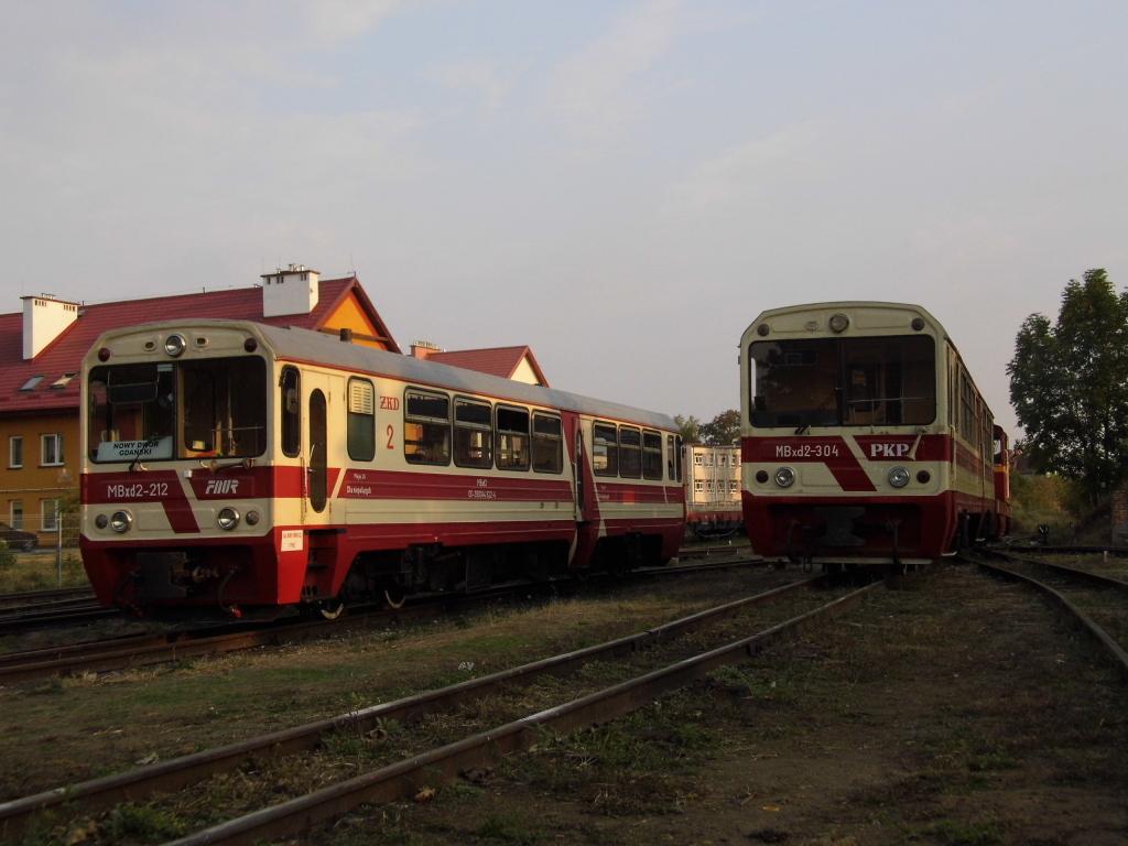 """Dwie """"motorówki"""" na stacji w Nowym Dworze Gdańskim, fot. K. Sykała"""