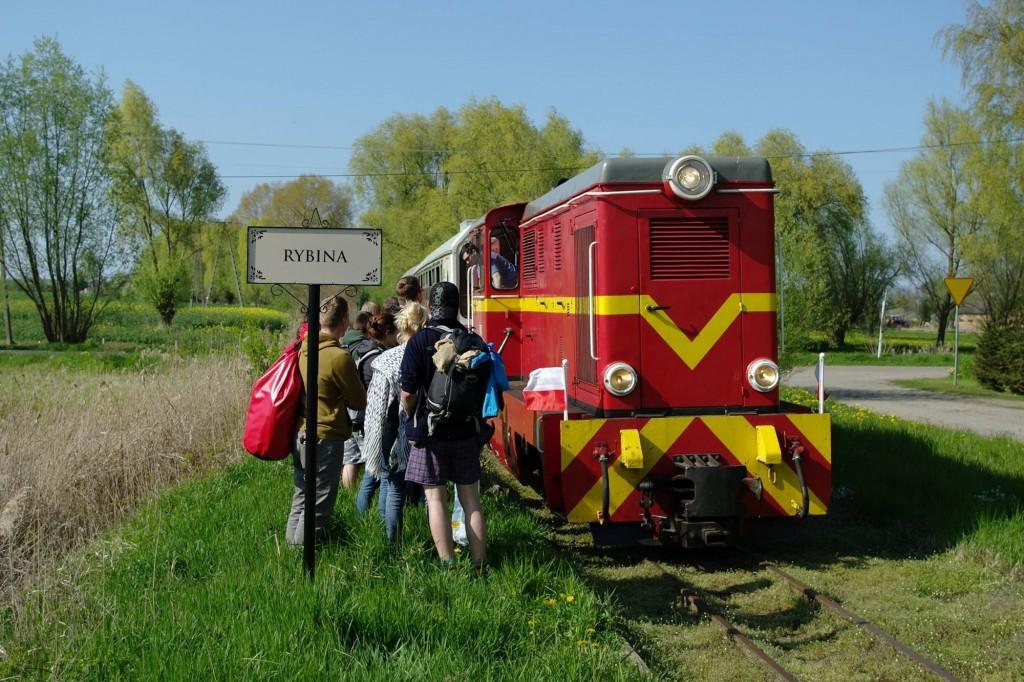 Puntualnie meldujemy się na przystanku Rybina, aby zabrać do Nowego Dworu Gdańskiego oczekujących studentów. Fot. Jan Kruszewski