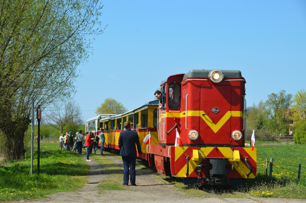 Pociąg do Sztutowa oczekuje na odjazd ze stacji Prawy Brzeg Wisły. Fot. Przemysław Strzyżewski