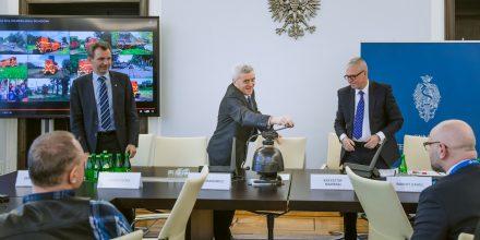 Przewodniczący Komisji Infrastruktury Senator Stanisław Kogut zamyka konferencję. Fot. Archiwum PKP Cargo S.A.