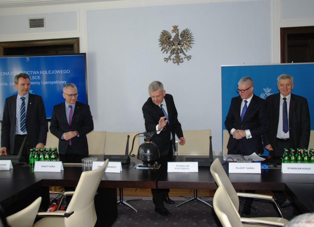 Marszałek Senatu Stanisław Karczewski otwiera konferencję. Fot. Archiwum PKP Cargo S.A.