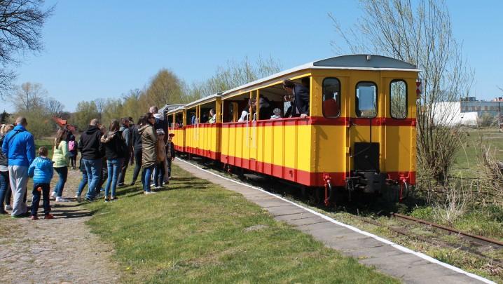 Skład pociągu do Prawego Brzegu Wisły na stacji w Sztutowie. Fot. Radio Tczew.