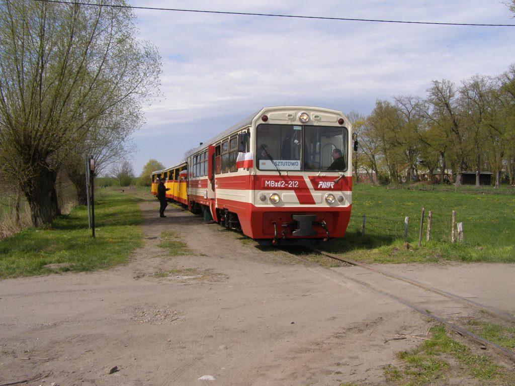 Pociąg do Sztutowa oczekuje na odjazd z Prawego Brzegu Wisły. Fot. Tomasz Sonntag.