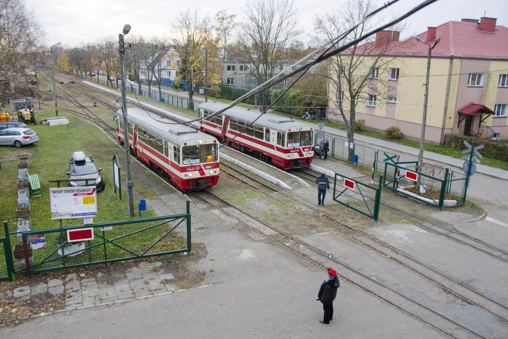 02.11.2018. Krzyżowanie pociągów na stacji Nowy Dwór Gdański pod czujnym okiem dyżurnego ruchu. Fot. Przemysław Strzyżewski.