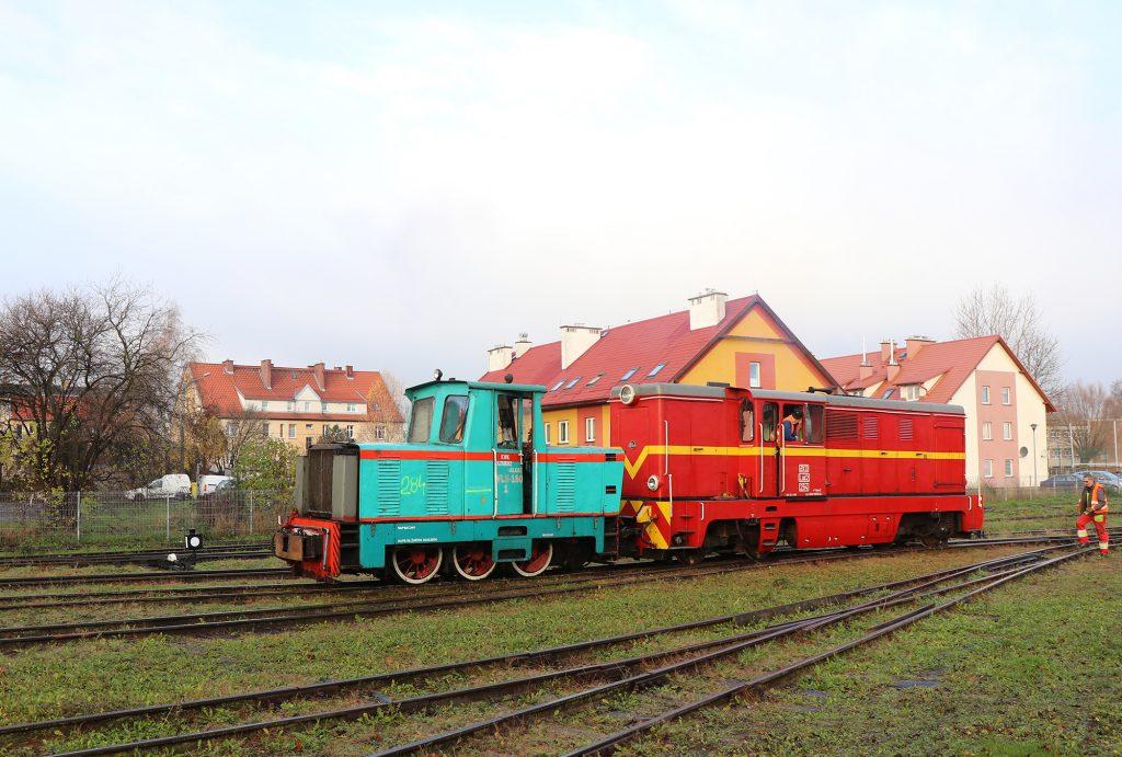 28.11.2020 | Manewry lokomotyw Lxd2 oraz Wls180 na stacji w Nowym Dworze Gdańskim. Fot. Tobiasz Brzeziński.