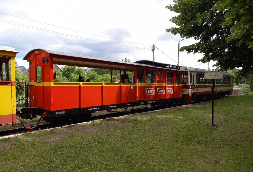 09.07.2020 | Wagon bufet w składzie pociągu do Sztutowa. Stacja Stegna Gdańska. Fot. Przemysław Strzyżewski.