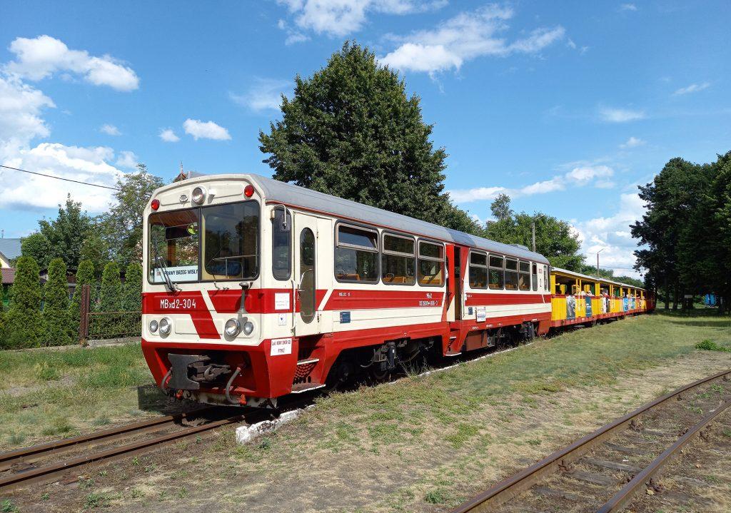09.07.2020 | Pociąg relacji Sztutowo - Prawy Brzeg Wisły oczekuje na odjazd z głównej stacji w Stegnie. Fot. Przemysław Strzyżewski.